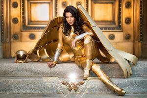 Wonder Woman 1984 gold cosplay