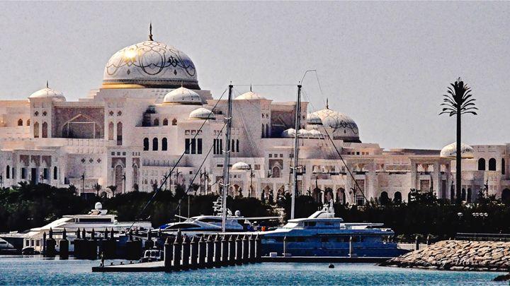 SEASIDE PALACE DUBAI - Lady Marie