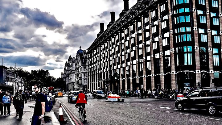 LONDON WEEKEND - Lady Marie