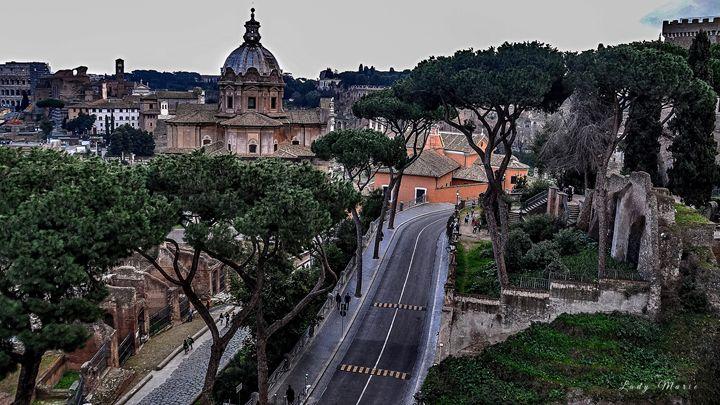 WINDING ROADS IN ROME - Lady Marie