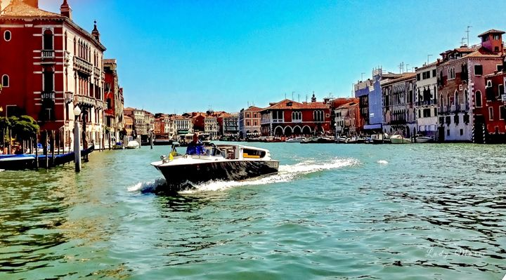 CRUISING THE CANAL - Lady Marie
