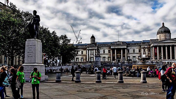 LONDON TOURISTS - Lady Marie