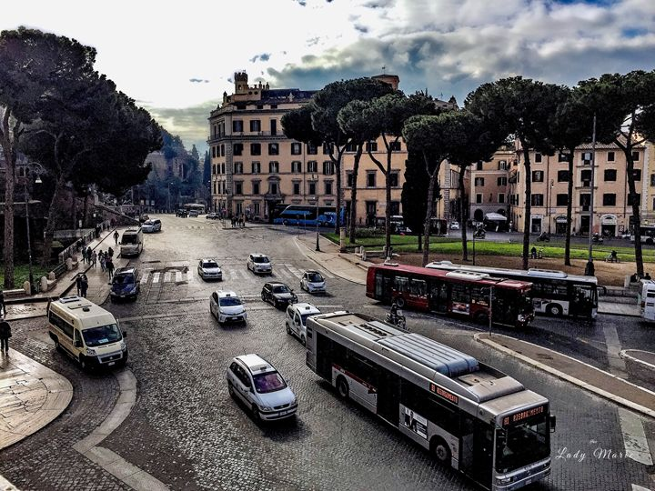 WINTER ON THE STREETS OF ROME - Lady Marie