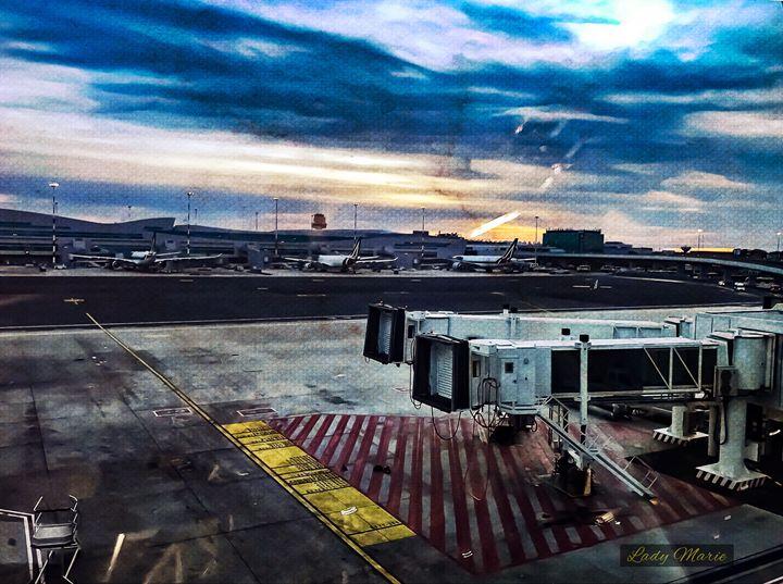 LEONARDO DI VINCI AIRPORT ROME - Lady Marie