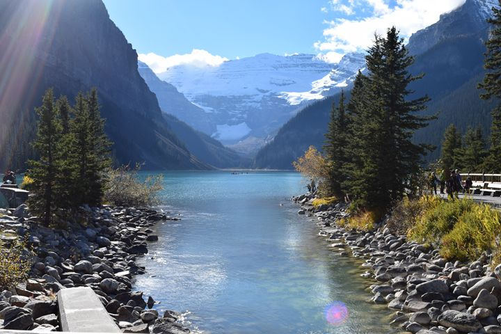 Lake Louise in the fall - Dog Traynor