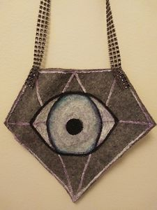 Diamond white eye purse