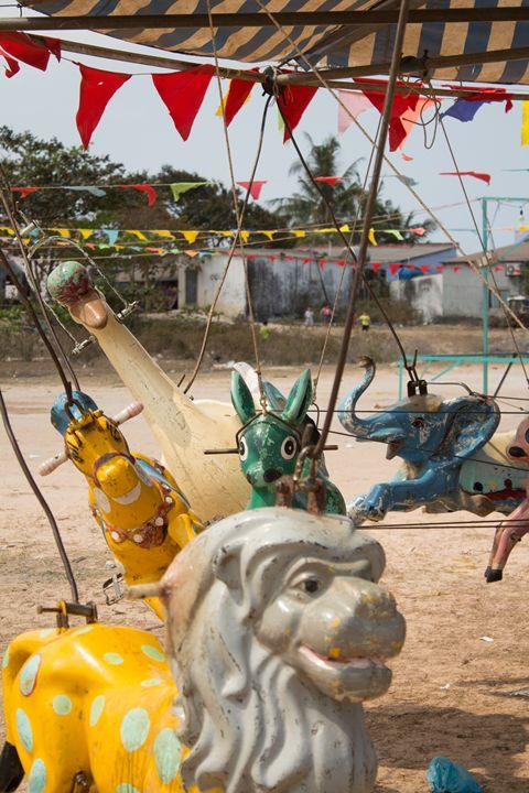 Animals - Vintage carousel (1/3) - hanoh iki