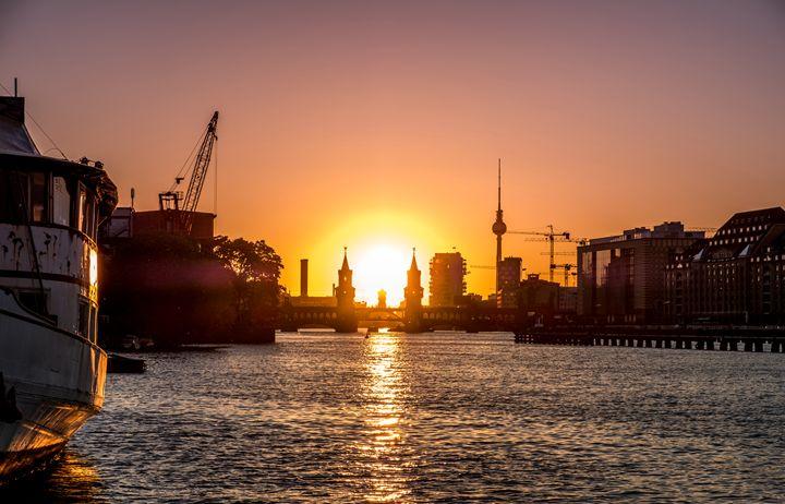 Berlin city skyline with sunset sky - hanoh iki
