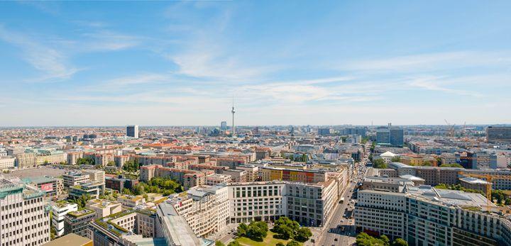 Berlin skyline with tv tower - hanoh iki