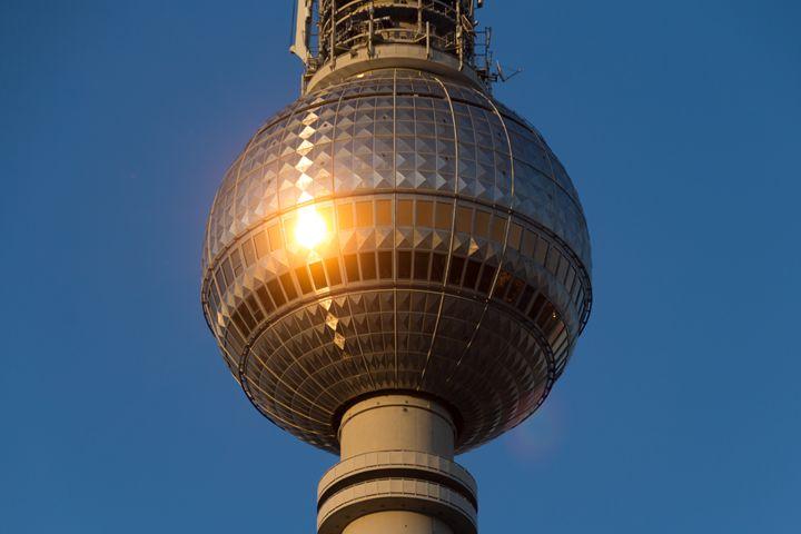 Berlin television tower (Fernsehturm - hanoh iki