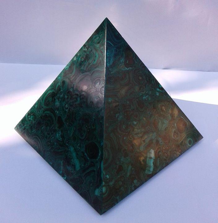 Pyramid in Malachite P002 - Libanga Art by GPG