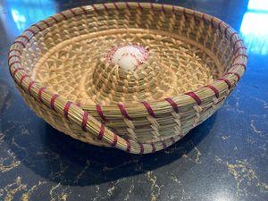 Traditional American fruit basket si