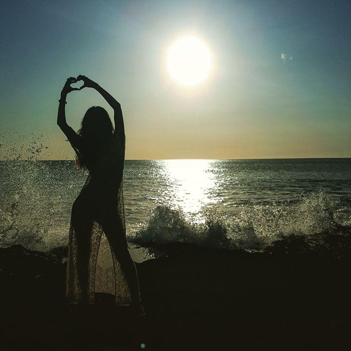 Splashing Sunset - Donovan Morgan