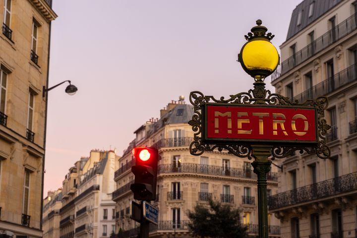 Paris Metro Station - Dimas Photographer