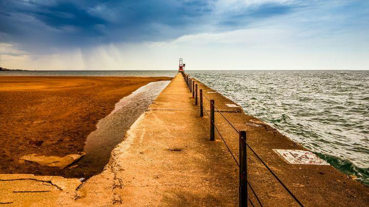 Stormy Chicago lighthouse - Dimas Photographer