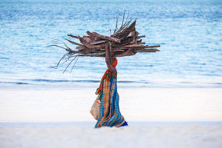 Woman's strength - Robin Batista Zanzibar