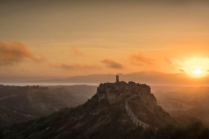 Civita di Bagnoregio sunrise - Michal Jesensky