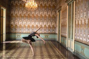 Le ballet derrière son dos