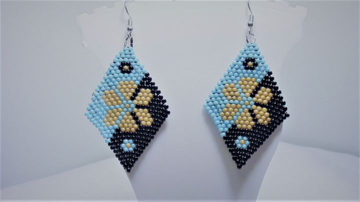 Beaded Flower Earrings - Designs By SEA