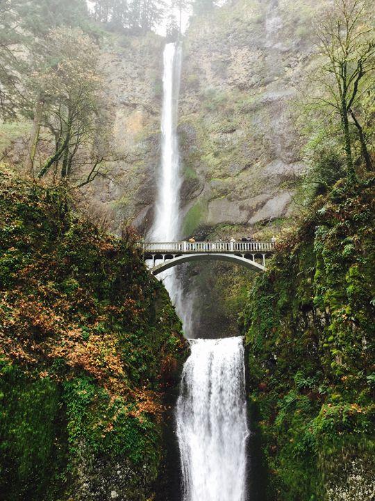 Multnomah Falls - Shadiah