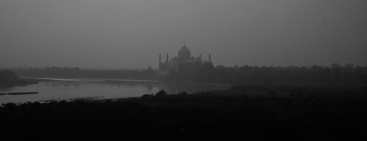 The Taj Mahal in Early Morning - AJ Paris
