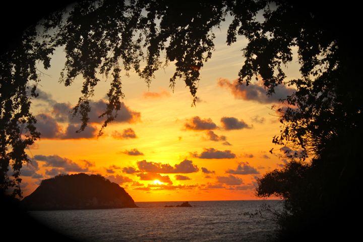 Acapulco sunset - Eréndira Hernández