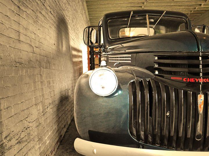 Vintage Car - Capturing Life