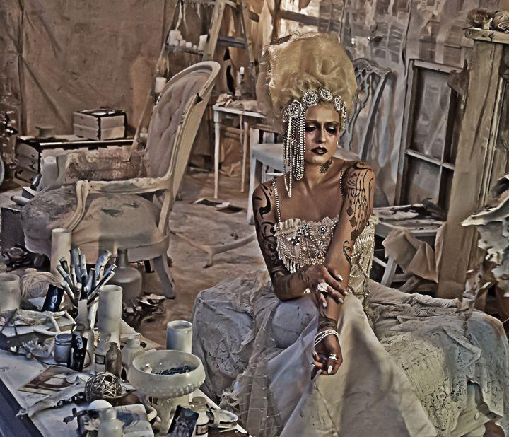 Victorian Woman (Dark) - Capturing Life