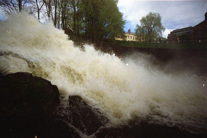 An Analog Waterfall - iHateFabian