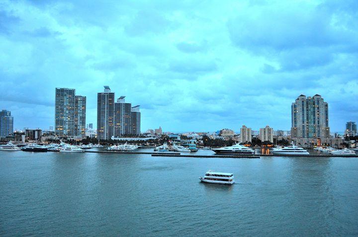 Port Of Miami - Leslie AR