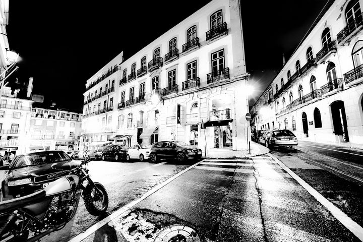 Lisboa streets at Night - Christopher Maxum Photography