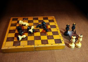 chess black and white kings and quee