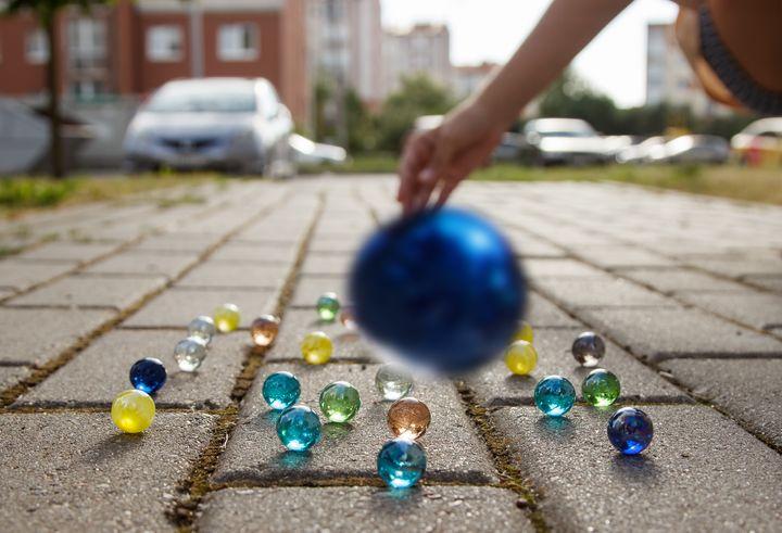 girl throws a glass ball on the side - Radomir