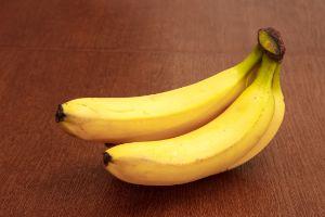 three bananas on the table