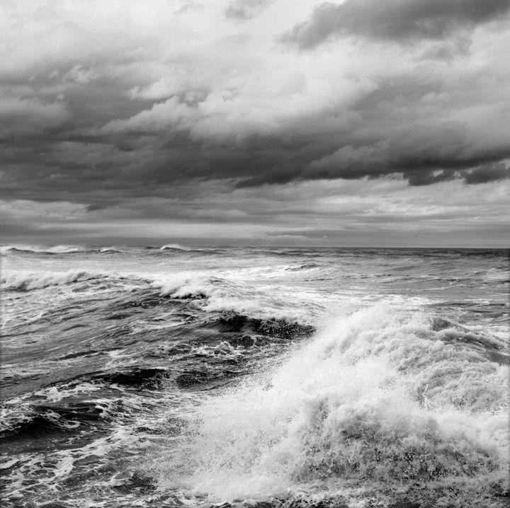Storm on the pacific - Hamilton