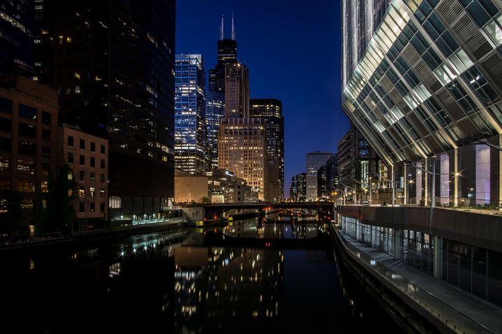 Chicago River scene at dusk - Sven Brogren Photography