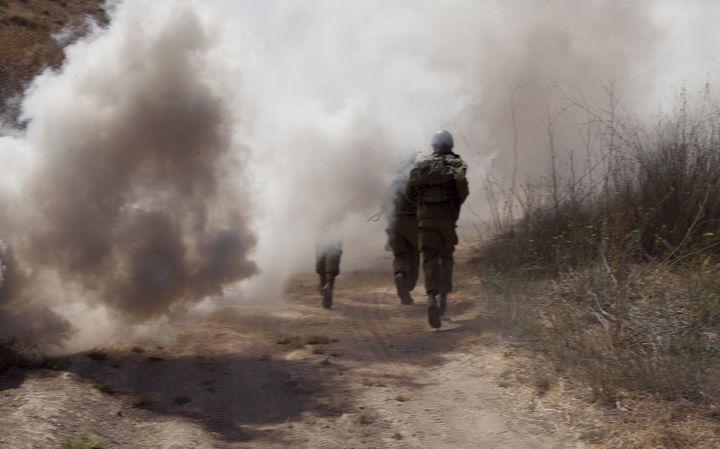 A soldier ran through thick smoke - photo land