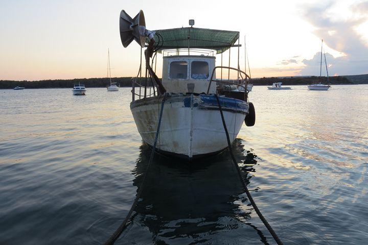 Old fisherman boat - Vizziart