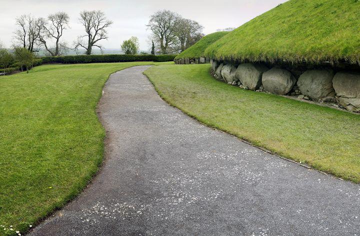 Knowth is a Neolithic Passage Grave - Sergejus Lamanosovas - Severas