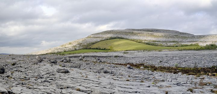 The Burren is a karst-landscape regi - Sergejus Lamanosovas - Severas