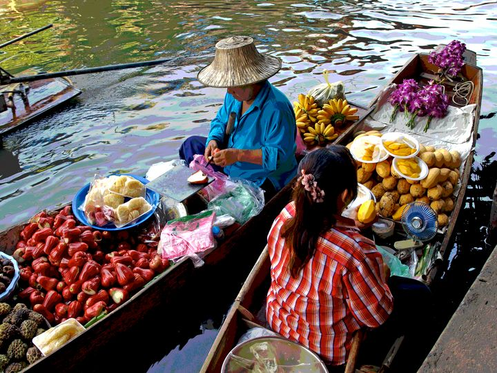 Floating market - Lisa Welcher Art