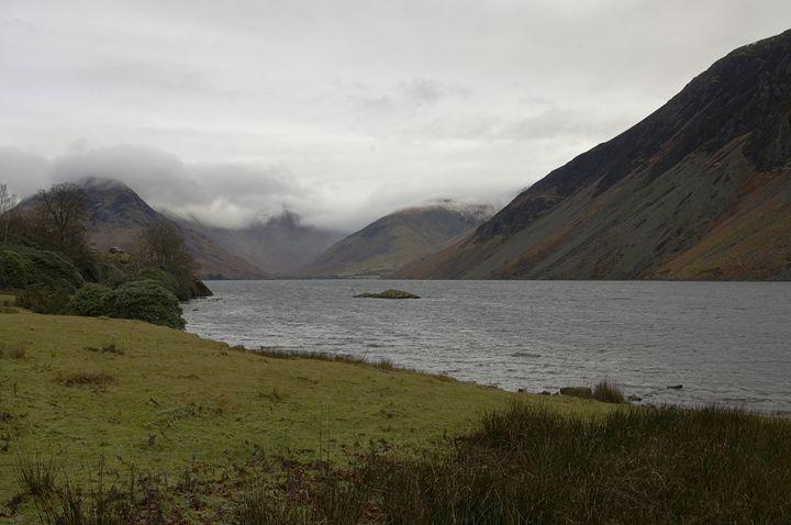 Across the lake - Pluffys portfolio