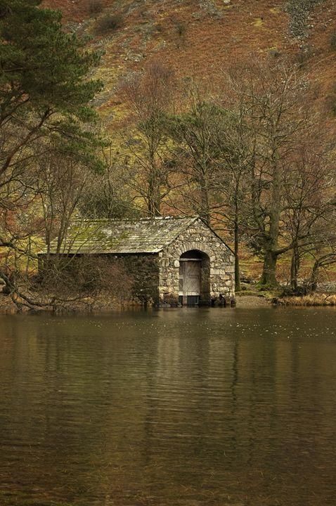 Stone boathouse - Pluffys portfolio