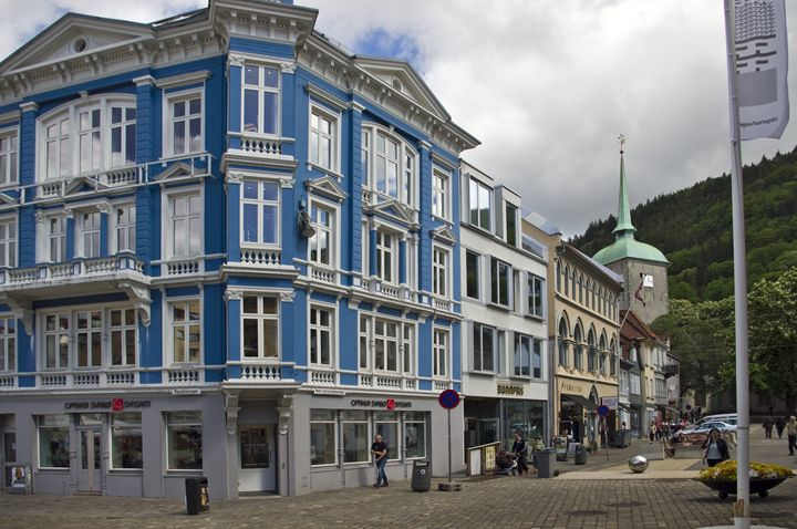 Beautiful blue building - Pluffys portfolio