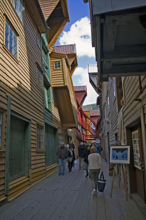 Bergen's narrow walkways - Pluffys portfolio