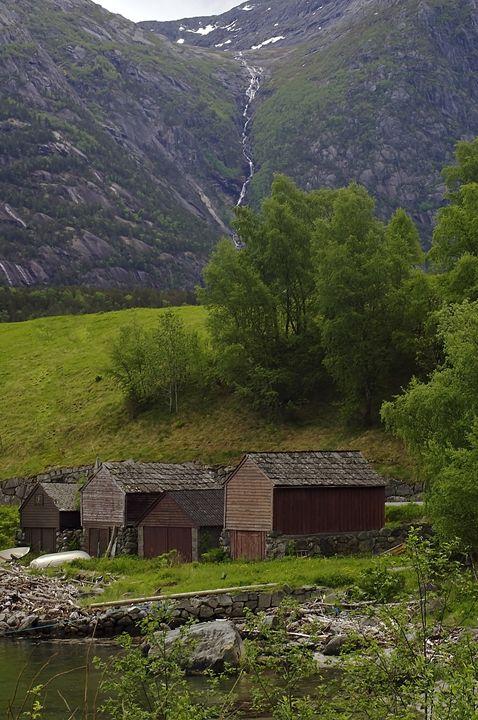 Wooden barns - Pluffys portfolio