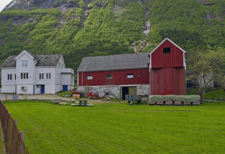 Norwegian barn - Pluffys portfolio
