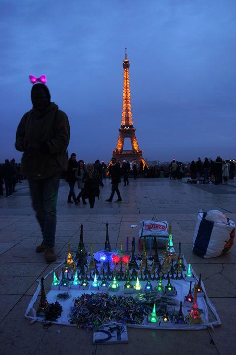 Paris Eiffel Tower seller - eriktanghe