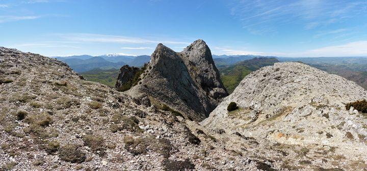 Halfway on the Bugarach ridge - eriktanghe