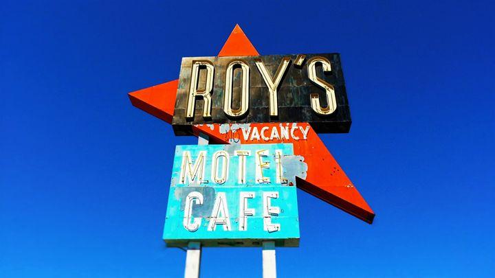 Roy's Motel & Cafe - Niki Eggshell